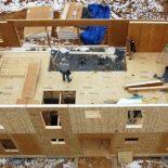 Чем привлекает применение СИП-панелей при возведении загородного дома