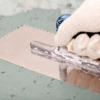 Как нанести цементную штукатурку на земляную стену