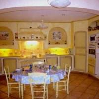 Какие преимущества гипсокартоновой мебели в интерьере кухни
