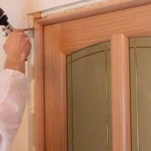 Как установить двери в квартире