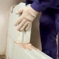 Чем удобны простенки из пазогребневых плит