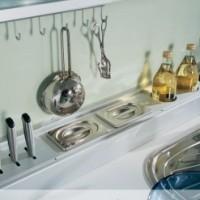 Рейлинг – помощник для практичной хозяйки на кухне