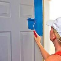 Окрашиваем окна и двери